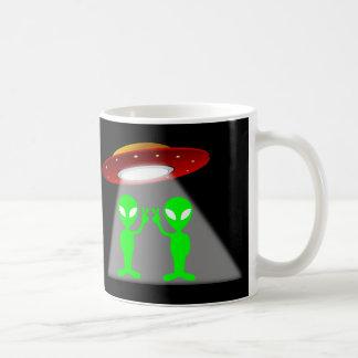 Platillo de los extranjeros y el volante taza de café