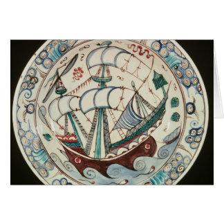 Plato pintado con una nave tarjeta de felicitación