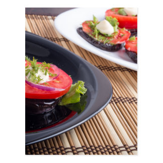 Platos vegetales de la berenjena guisada y del postales