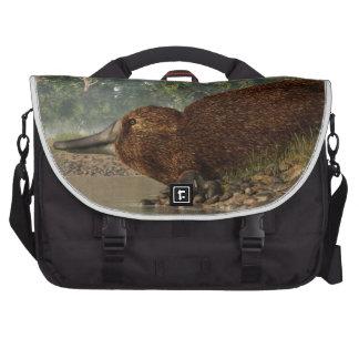 Platypus en la orilla bolsa para ordenador