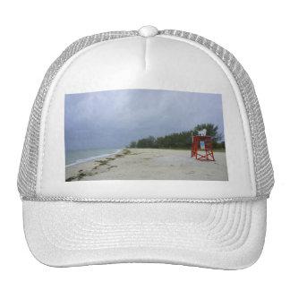 Playa abandonada gorras