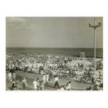 Playa apretada tarjetas postales