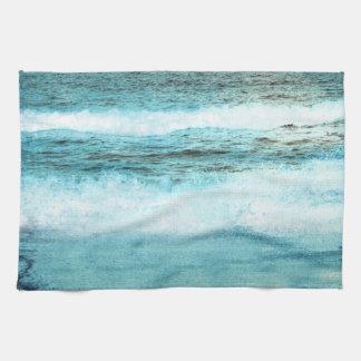 Playa azul de las olas oceánicas toallas