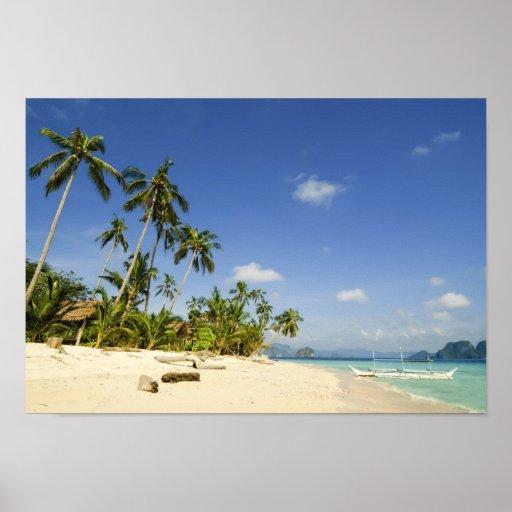 Playa blanca de la arena en el poster de Palawan Póster