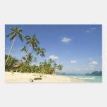 Playa blanca de la arena en los pegatinas de rectangular altavoz