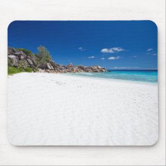 Playa blanca de la arena alfombrilla de raton