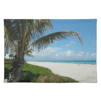 Playa blanca w/Palm de la arena Mantel Individual