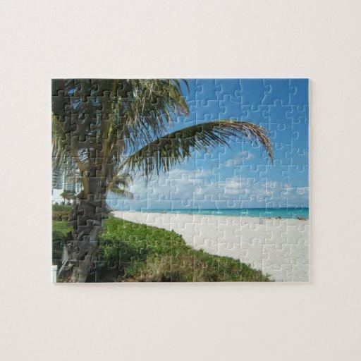 Playa blanca w/Palm de la arena Rompecabeza Con Fotos