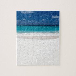 Playa blanca y cielo azul puzzle con fotos