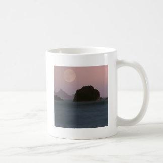 Playa California de Moonset Rockaway del agua Tazas De Café