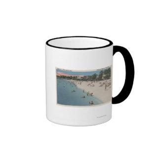 Playa colonial, VA - escena que toma el sol y que  Taza