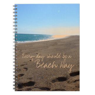 Playa con cita cuaderno