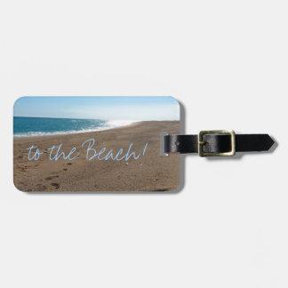 Playa con cita etiqueta para equipaje