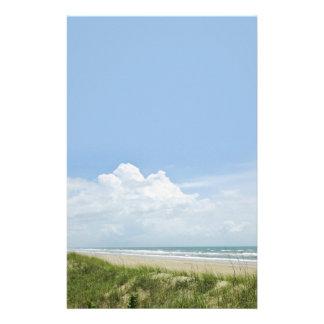 Playa con la duna de arena papelería