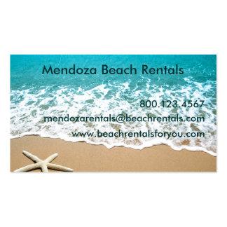 Playa con las estrellas de mar en la arena tarjetas de visita