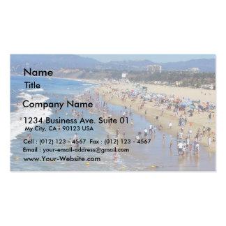 Playa con las personas que practica surf tarjetas de visita