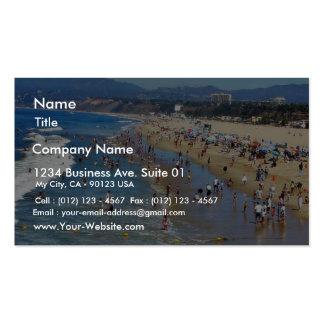 Playa con las personas que practica surf tarjeta personal