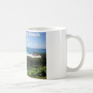 Playa de herradura de la bahía, Bermudas Taza Básica Blanca