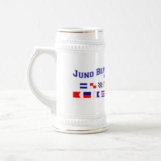 Playa de Juno, FL - deletreo náutico de la bandera Jarra De Cerveza