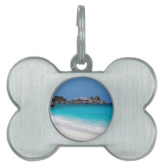 Playa de la arena de Similan y mar blancos de las Placas De Nombre De Mascota