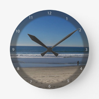 Playa de la costa reloj redondo mediano