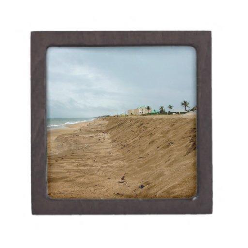 Playa de la Florida al sur vacía antes de tormenta Cajas De Joyas De Calidad