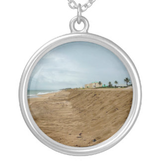 Playa de la Florida al sur vacía antes de tormenta Colgante Redondo