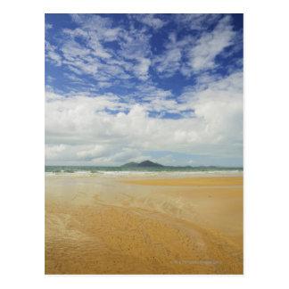 Playa de la misión e isla de la clavada postal