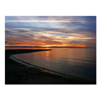 Playa de la puesta del sol postal