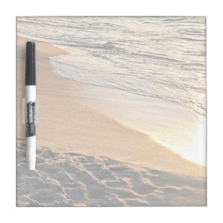 Playa de la puesta del sol tablero blanco