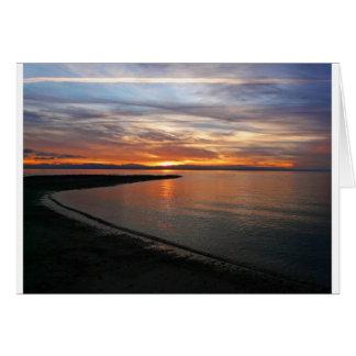 Playa de la puesta del sol tarjeta de felicitación