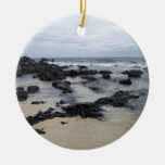 Playa de la roca de la lava adorno navideño redondo de cerámica