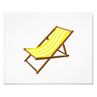 playa de madera rayada amarilla y blanca chair.png fotografías