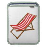 playa de madera rayada roja chair.png funda para iPads