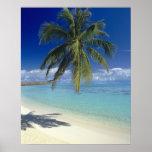 Playa de Matira en la isla de Bora Bora, sociedad Póster