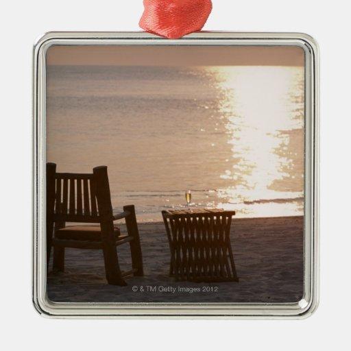 Playa de Sandy de la puesta del sol 2 Adorno Cuadrado Plateado