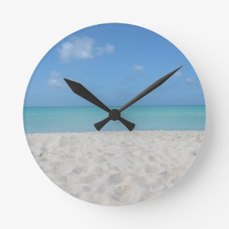 Playa de Sandy hermosa Reloj Redondo Mediano