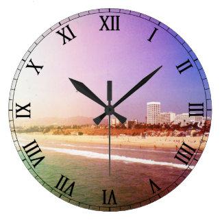 Playa de Santa Mónica - la foto púrpura verde Reloj Redondo Grande
