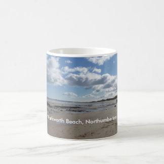 Playa de Warkworth, Northumberland Taza Básica Blanca