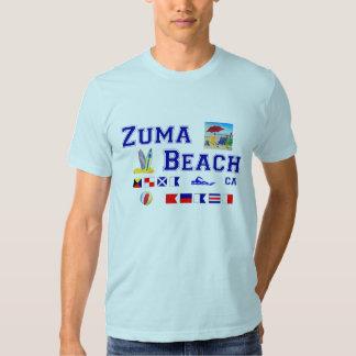 Playa de Zuma - deletreo marítimo de la bandera Remeras