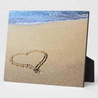 Playa del corazón del amor placa para mostrar