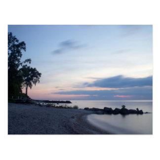 Playa del lago Erie por la tarde Postal