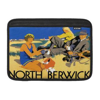 Playa del norte de Berwick del vintage Funda Para Macbook Air