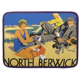 Playa del norte de Berwick del vintage Fundas Para Macbooks