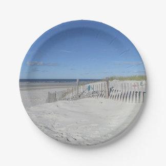 Playa del océano platos de papel
