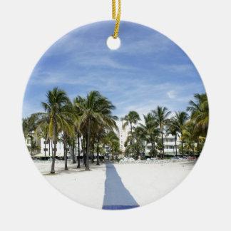 Playa del sur adorno redondo de cerámica