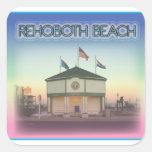 Playa Delaware de Rehoboth - escena de la avenida  Calcomanía Cuadrada