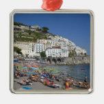 Playa en Amalfi, Campania, Italia Adorno Navideño Cuadrado De Metal