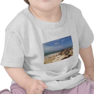 Playa en el puerto Lucaya, puerto franco, Bahamas Camisetas