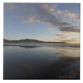 Playa en la puesta del sol, Tofino, Vancouver de C Azulejos